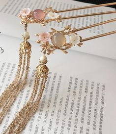 Traditional Handmade Chinese Ancient Classical Hair Accessories Hair Sticks Tass… Traditional Handmade Chinese Ancient Classical Hair Accessories Hair Sticks Tassel Hairpins for Women Cute Jewelry, Hair Jewelry, Jewelry Accessories, Fashion Accessories, Jewelry Design, Handmade Accessories, Women Accessories, Fantasy Jewelry, Hair Sticks