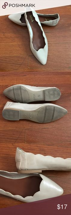 MIA flats Adorable faux leather cream flats. Scalloped edge. Great grip. Only worn once. Size 6, true to size. Make an offer! MIA Shoes Flats & Loafers