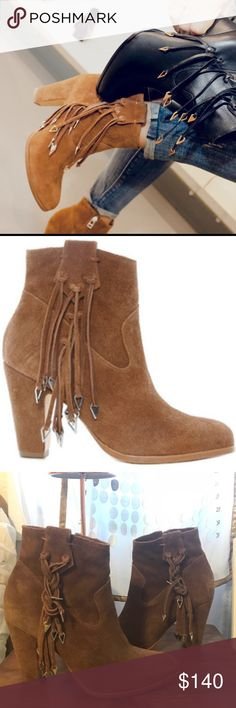 """NIB Matisse Brown Leather Block Heel Fringed Boots A great pair of boho inspired fashion chic styled boots! Great with business attire, casual attire, Gypsy, hippie, rock n roll, Southwest Western Wear and much more, Material: Regular Suede Upper And Leather Outsole Lighting effects photos brown. Measurement: Shaft Measures 4.75"""", Circumference Measures 9"""" And 3.75"""" Heel Brazil Suede The Kate Bosworth X Matisse Boot Features A Suede Upper With A Pointed Toe. The Leather Outsole Lends Lasting…"""