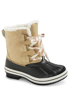 Tuck your skinnies into these classic duck boots, add a chunky knit, and you're set.