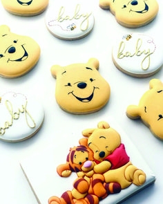 Winnie the Pooh Baby Shower cookies! Anyone else excited for the new movie? 😍🍯🐝 Hans painted by Nina Marie Sweet Designs.A Character Cookies Botanas Para Baby Shower, Deco Baby Shower, Baby Showers, Baby Shower Themes, Baby Boy Shower, Baby Shower Decorations, Shower Ideas, Baby Shower Recipes, Unisex Baby Shower