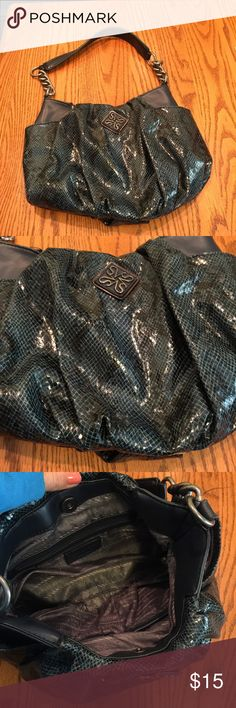 Very cute VERA WANG purse Great condition. I only carried this bag for a few weeks. Vera Wang Bags Shoulder Bags