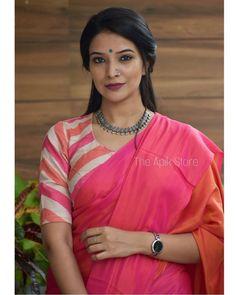 Kerala Saree Blouse Designs, Cotton Saree Blouse Designs, Blouse Patterns, Simple Blouse Designs, Stylish Dress Designs, Simple Sarees, Stylish Sarees, Round Boat, Lahenga