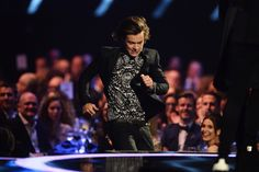 *ACTUAL HEROIC RUNNING FROM THE DISTANCE TO SOFT MUSIC* | The 31 Most Perfect One Direction Moments From The Brit Awards