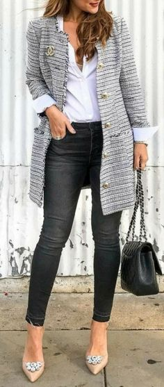 I just LOVE this jacket!!! I love the length, the color, everything! Casual Fall Fashion, Smart Casual Outfit Summer, Casual Summer Outfits With Jeans, Smart Casual Jeans, 2017 Fashion Trends Fall Winter, 2017 Fashion Trends Outfit, Dressy Jeans Outfit, Late Summer Outfits, Casual Outfits 2018