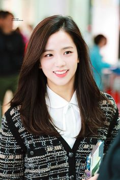 Your source of news on YG's biggest girl group, BLACKPINK! Please do not edit or remove the logo of any fantakens posted here. Blackpink Jisoo, Yg Entertainment, Korean Beauty, Asian Beauty, Black Pink ジス, Jennie Lisa, Blackpink Photos, Blackpink Fashion, Lisa Blackpink Wallpaper