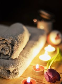 These 10 benefits of a spa and its treatments will have you eager to book your next massage! Find out just how much a spa trip can help you. Massage Shiatsu, Self Massage, Good Massage, Massage Body, Facial Massage, Massage Meme, Medical Massage, Spa Facial, Massage Therapy