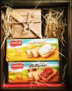 Chegou aqui em casa um presskit com a nova linha de torradas da @isabelaalimentos e um potinho de mel. Amanhã de manhã vamos experimentar! #malasepanelas #isabelaalimentos #torradas #pressaporter #fotodecomida #cafédamanhã #lanche