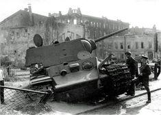 Abondoned heavy tank KV-1 with ZiS-5 gun 76,2 mm /  Porzucony czołg ciężki KW-1 uzbrojony w armatę ZiS-5 kal. 76,2 mm