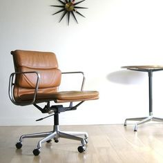 Eames Furniture, Danish Furniture, Charles Eames, Sofa Design, Interior Design, Minimal Living, A Frame House, Home Office Chairs, Interior Inspiration