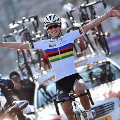 Lizzie Armitstead wins the Omloop Het Nieuwsblad : @tdwsport