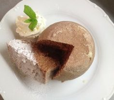 Láďa Hruška vaří LEVNĚ A CHUTNĚ: Bábovka za 7 korun je hotová za 3 minuty! Pudding, Yummy Food, Cheese, Mugs, Cake, Food Ideas, Pie Cake, Delicious Food, Custard Pudding