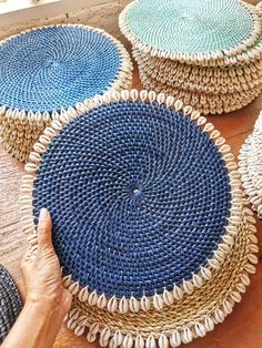 These rattan placemats comes in fine finishing with cowrie shells place-mats great under plates for thanksgiving, Christmas, rustic dining table, room. Easy Christmas Crafts, Simple Christmas, Rope Crafts, Diy And Crafts, Natural Placemats, Deco Boheme Chic, Plate Mat, Diy Storage Boxes, Boho Decor