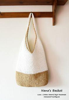 매일 매일이 폭염 이네요. 하늘은 파랗고 공기는 맑은데.. 기온은 엄청 높고 아이들 방학까지 해서 어디라... Crochet Clutch, Crochet Handbags, Crochet Purses, Diy Crochet, Crochet Crafts, Handmade Purses, Boho Bags, Knitted Bags, Creations