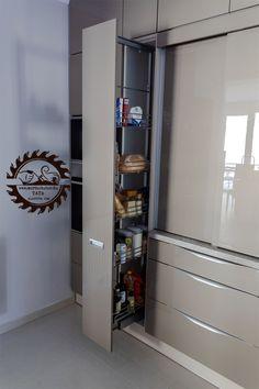 Praktikus kamravasalat konyhabútorban. Lockers, Locker Storage, Cabinet, Closet, Furniture, Home Decor, Clothes Stand, Armoire, Decoration Home