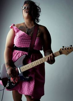 Curvy girl rocking with the guitar via Tumblr