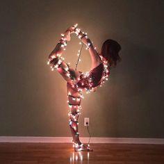 So finden Sie die richtigen Yoga-Kissen - Yoga-Fotografie - . Dance Photography Poses, Gymnastics Photography, Dance Poses, Creative Photography, Yoga Pictures, Dance Pictures, Tumblr Ballet, Gymnastics Poses, Gymnastics Problems