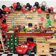 I like the garland ballon Car Themed Parties, Cars Birthday Parties, 1st Birthday Boy Themes, 3rd Birthday, Festa Hot Wheels, Disney Cars Party, Race Car Party, Car Themes, Birthday Party Decorations