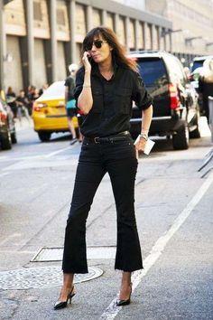 Abbinare le slingback in primavera - Slingback con tacco, jeans nero e camicia
