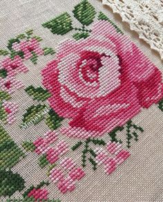 Embroidered Roses, Cross Stitch Heart, Vintage Embroidery, Red Flowers, Cross Stitch Patterns, Cross Stitches, Diy And Crafts, Kids Rugs, Crochet