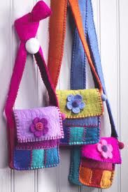felt crafts - Google Search  **** never found these purses, but links to about a gazillion other felt projects.