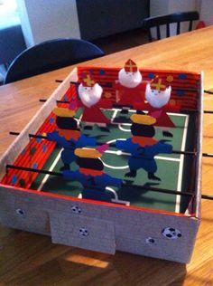 Surprise sint en piet voetbalspel.