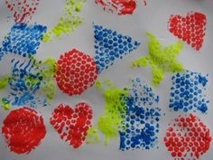 Learning about shapes using bubble wrap painting. Printing Shapes with Bubble Wrap Painting Activities, Shape Activities, Childcare Activities, Group Activities, Therapy Activities, Therapy Ideas, Painting Tips, Painting Prints, Kindergarten Art