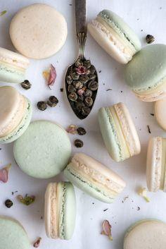 Macarons à la ganache chocolat blanc et jasmin, et confiture d'abricots à la vanille - Jasmine Apricot Macarons | Now, Forager | Teresa Floyd Photography