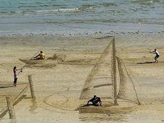 Artist Jamie Harkins Transforms Beach Sand into Amazing 3D Optical Illusions | Junkculture