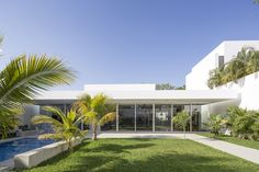 Prächtiges Haus Entworfen durch Augusto Quijano Arquitectos in Yucatan, Mexiko Contemporary Outdoor Chairs, Contemporary Homes, Indoor Outdoor, Outdoor Living, Home Planner, Construction, Tropical Houses, Story House, Residential Architecture