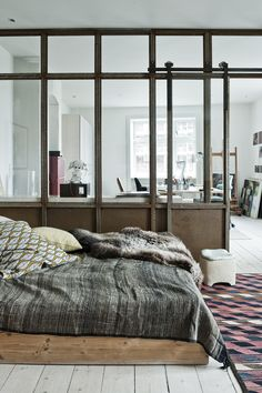 Idée séparation bureau/chambre (avec réelle isolation + rideau coupure) + parquet cérusé blanc)