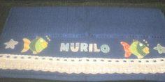 Material: toalha de banho, tecido algodão, bordado inglês, passa fita, fita de cetim Técnica: bordado aplique e costura R$50,00