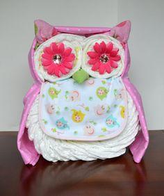 Diaper cake - Tarta de pañales - Baby shower gifts and crafts Baby Cakes, Baby Shower Cakes, Owl Diaper Cakes, Fiesta Baby Shower, Baby Shower Diapers, Baby Shower Parties, Baby Shower Themes, Shower Ideas, Diaper Shower
