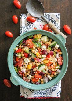 Ein einfacher Kichererbsen Griechischer Salat   www.lavita.de