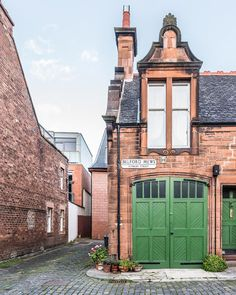 A mews house with pretty green doors in Dean Village, Edinburgh, Scotland. Cottages Scotland, Scotland Uk, Edinburgh Scotland, Scotland Castles, Edinburgh Attractions, Edinburgh Photography, Edinburgh Travel, Mews House, London Blog