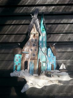 Drivtømmer by  Middelhavet. Driftwood town/houses with candle light.  af EVAS.