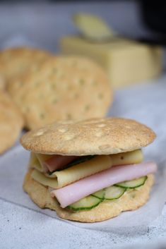 Salmon Burgers, Low Carb, Keto, Chicken, Baking, Ethnic Recipes, Food, Diabetes, Bakken