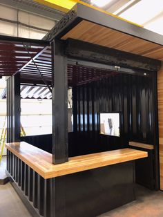 This is a standard length Honomobar with second awning and opening to connect to an external pizza oven. Cafe Shop Design, Kiosk Design, Restaurant Interior Design, Signage Design, Design Design, Graphic Design, Container Coffee Shop, Container Shop, Container House Design