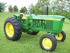 Old John Deere tractors Old John Deere Tractors, Jd Tractors, Vintage Tractors, Vintage Farm, John Deere 2010, John Deere Equipment, Tractor Implements, Rubber Tires, Agriculture