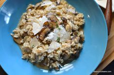 Risotto cu ciuperci reteta traditionala italiana. Cum se face risotto ai funghi? Ce tip de orez folosim? Care sunt diferentele dintre risotto si pilaf? In Risotto, Baking Bad, Ovo Vegetarian, Deserts, Rice, Eat, Ethnic Recipes, Food, Pilates