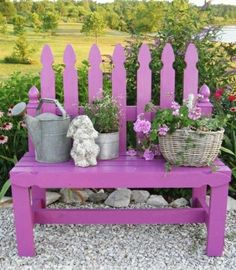 lila Gartenbank rustikaler Stil Garten Kieselweg Stein