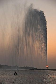 Incredible Pictures: King Fahd's Fountain at Sunset - Jeddah, Saudi Arabia