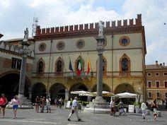 """Plaza del Popolo, Ravenne - """"Ravenne, capitale de la Mosaïque"""" by @carnetdescapade"""
