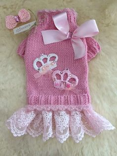 By Chiwowow - Salvabrani Crochet Dog Clothes, Crochet Dog Sweater, Yorkie Clothes, Pet Clothes, Pet Fashion, Animal Fashion, Canadian Smocking, Pet Sweaters, Dog Clothes Patterns
