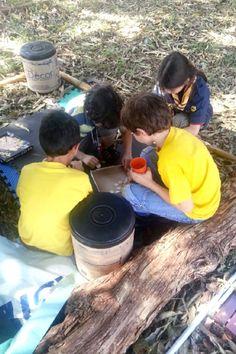 Social- Grupo de escoteiros brincando após almoço