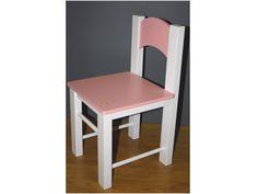 La silla infantil Oso tiene un diseño clásico rectangular con un oso grabado en una esquina del asiento.  Está elaborada en madera DM de alta calidad y aunque en la foto está lacada en blanca y rosa se puede escoger entre 20 colores.  Es de Xalesta y la podéis encontrar en:  http://www.aqinteriores.es/mesa-de-madera-lacada-para-habitacion-infantil-modelo-osos_522.html
