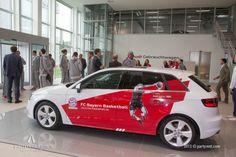 Fahrzeugübergabe des FC Bayern Basketball // Vehicle handover of FC Bayern basketball