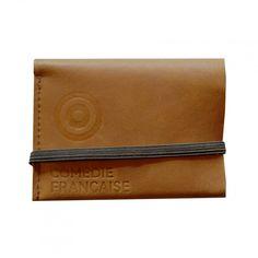 Ce porte-cartes en cuir marron, souple et compacte, permet de ranger facilement les cartes bancaires, les cartes de visite, les cartes de fidélité, etc. Un cadeau idéal pour les hommes.