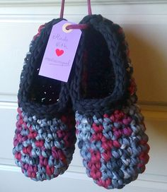 They are colorful,comfortable warm and are Crochet Boots, Love Crochet, Crochet Clothes, Crochet Baby, Knit Crochet, Crochet Designs, Crochet Patterns, Cotton Cord, Fabric Yarn