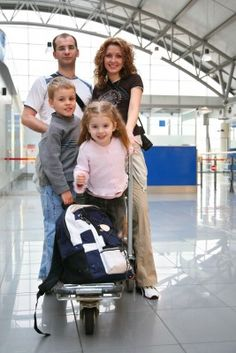 How to Have Fun in the Airport with Kids - Summer Vacation Tips! ChocolateCakeMoments.com